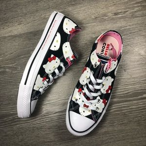 Converse Chuck Taylor Hello Kitty Ox NWT